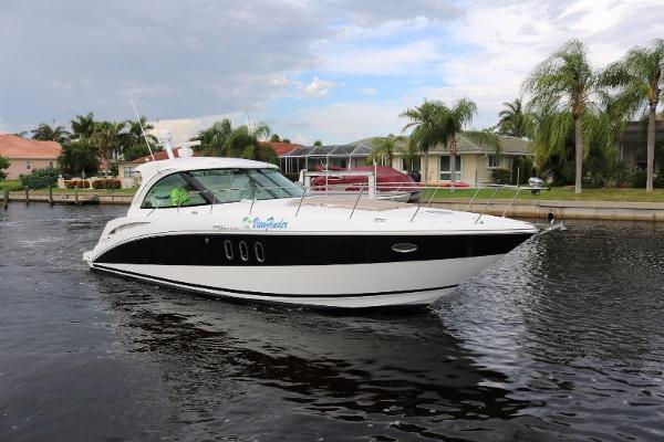 Cruisers Yachts 390 Sports Coupe Profile