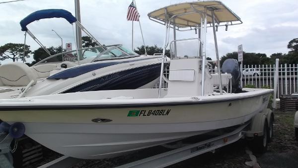 Pathfinder 2200 V Bay Boat