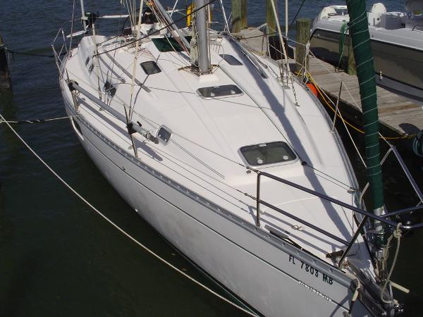 Beneteau Oceanis 352 At dock