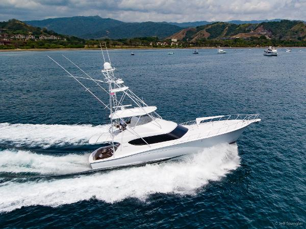 Hatteras 60 Convertible Hatteras underway