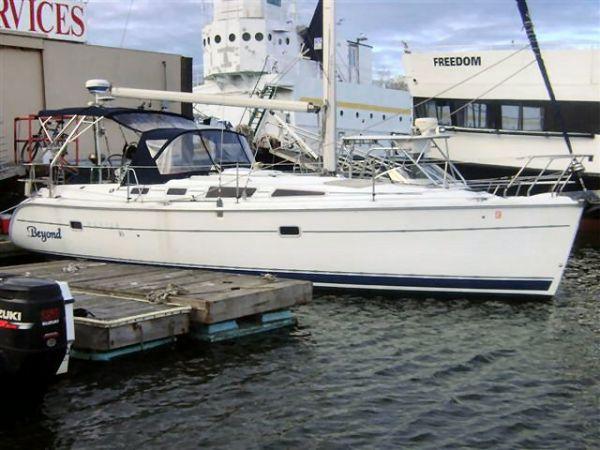 Hunter Sail Cruiser Photo 1