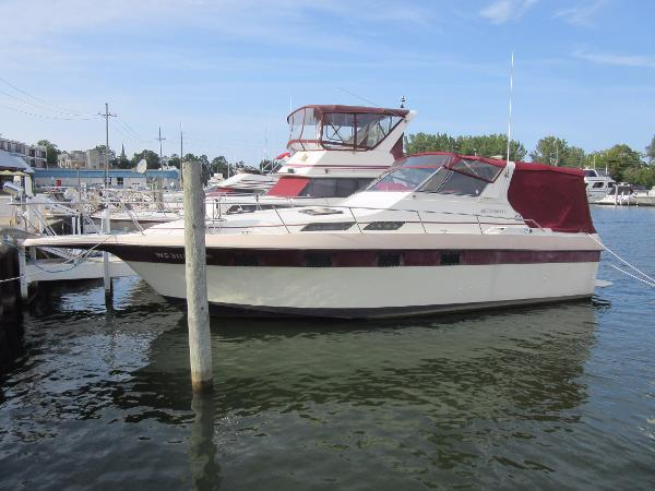 Cruisers 336 Ultra Vee DOCKSIDE PROFILE