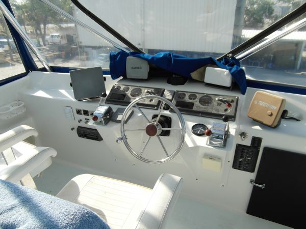 1995 Sportfish Flybridge Helm