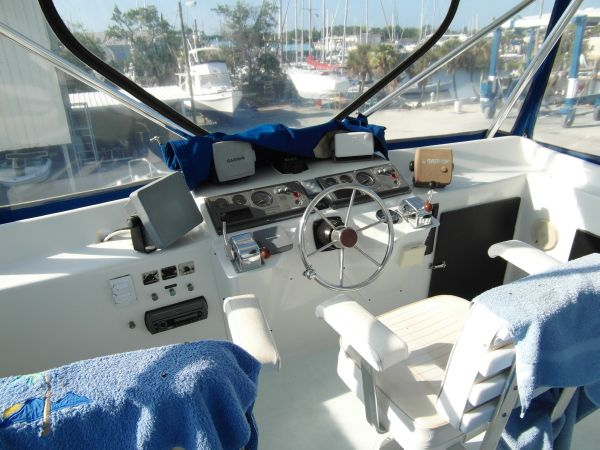 1995 Sportfish Flybridge Helm 2