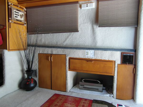 1995 Sportfish Salon Starboard View