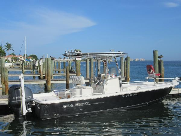 Sea Hunt BX 24 BR Starboard Side View