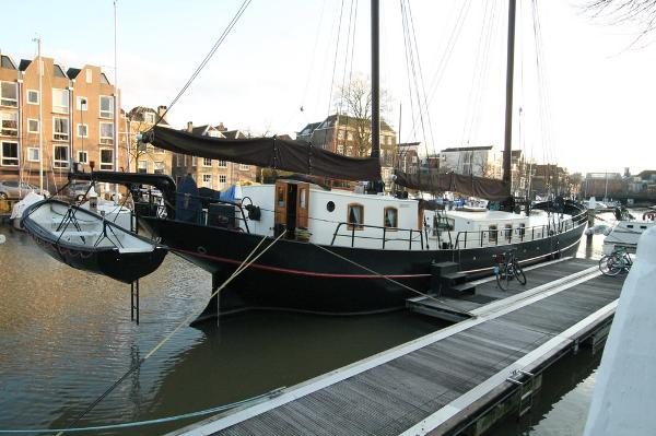 barge Clipper, live aboard