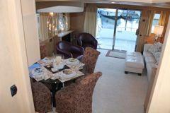 Full width salon