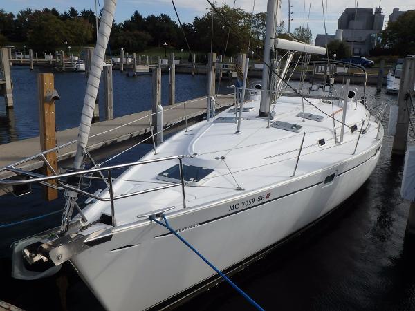 Beneteau Oceanis 461 At dock port bow