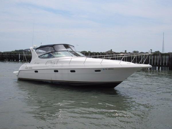 Cruisers 3375 Esprit Profile