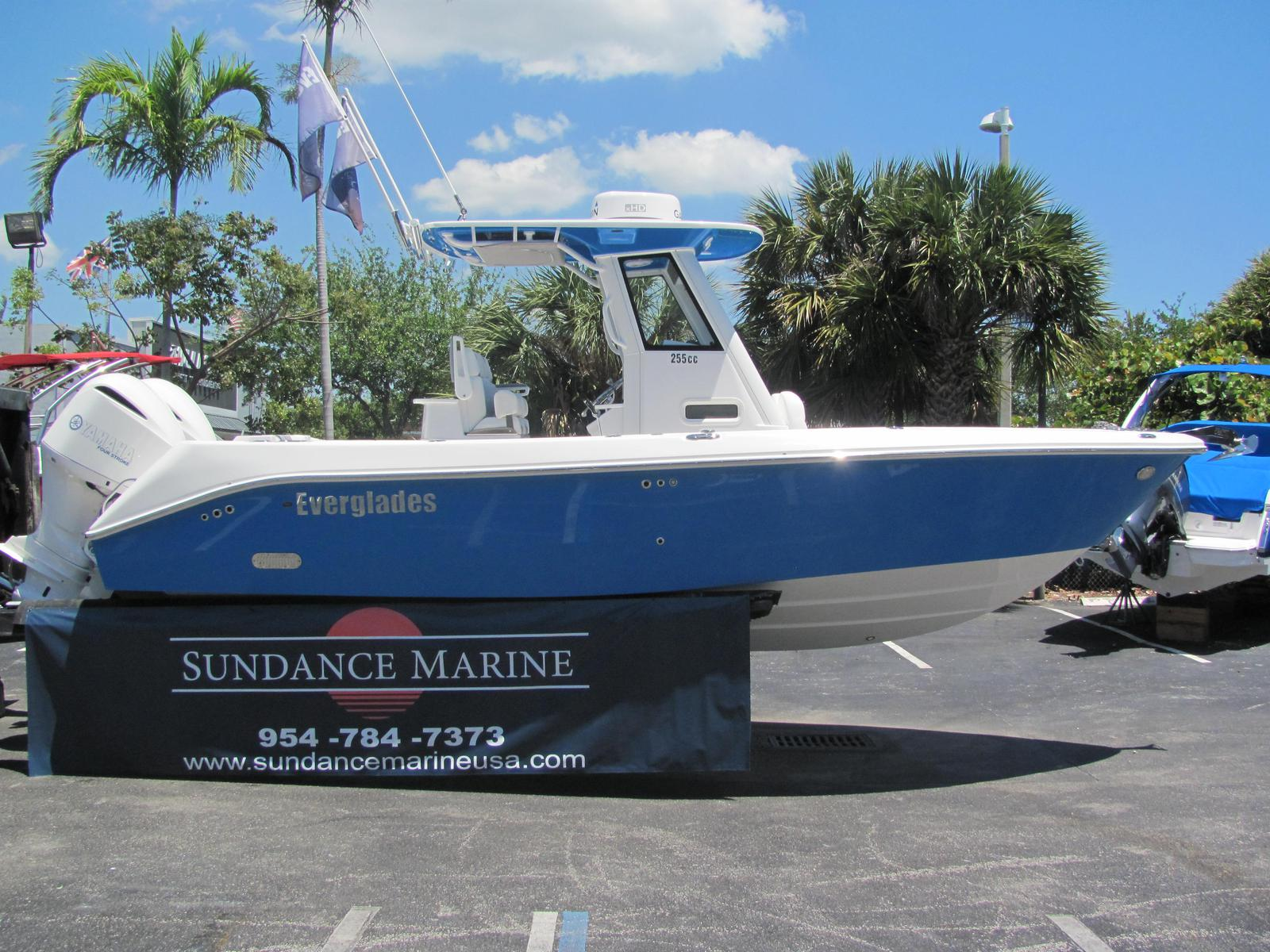 Everglades Boats 255cc