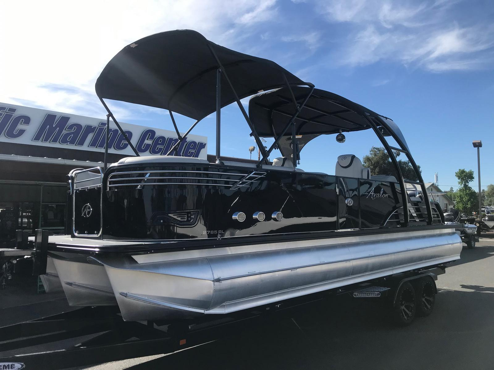 Avalon Ambassador Rear Lounge 27' w/ 400HP Mercury Racing! Has engine warranty Til June 2021