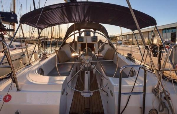 Elan 333 (Sails 2017)