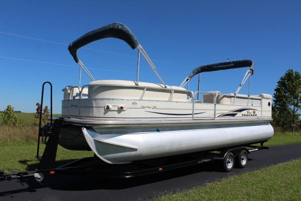 2005 Suntracker  Regency 25