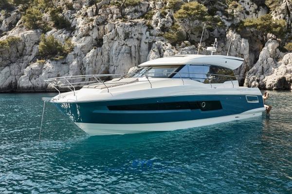 Prestige 460 S immagine da catalogo (not real hull color)
