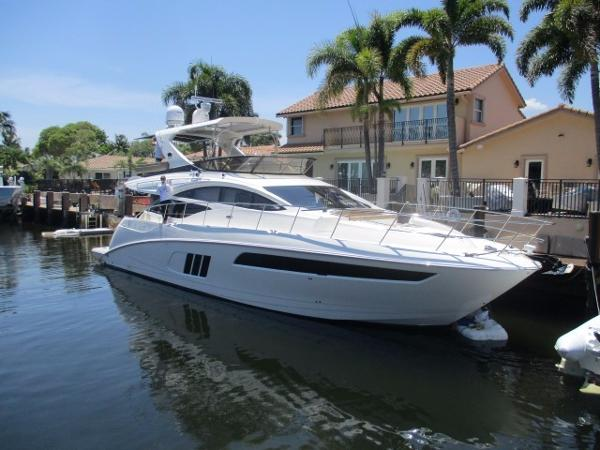 Sea Ray L590 FLYBRIDGE Vessel