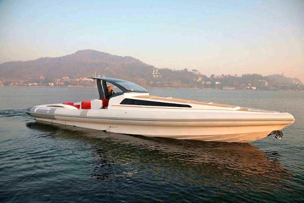 Pirelli PZero 1400 Cabin Starboard Profile