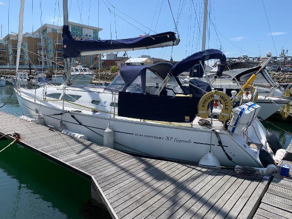 Jeanneau Sun Odyssey 37 Port quarter