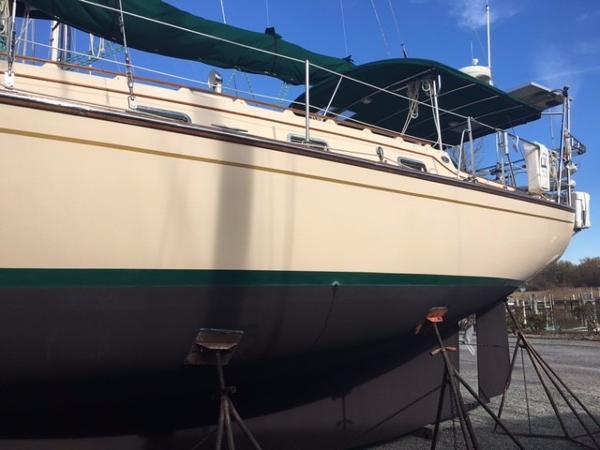Island Packet 40 The hull was detailed and the bottom painted Nov. 2016