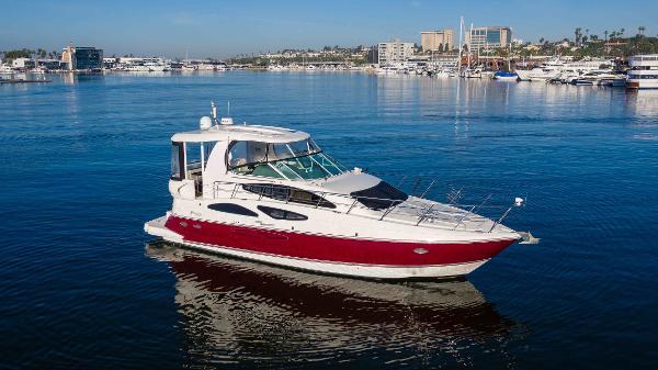 Cruisers Yachts 455 Express Motoryacht profile