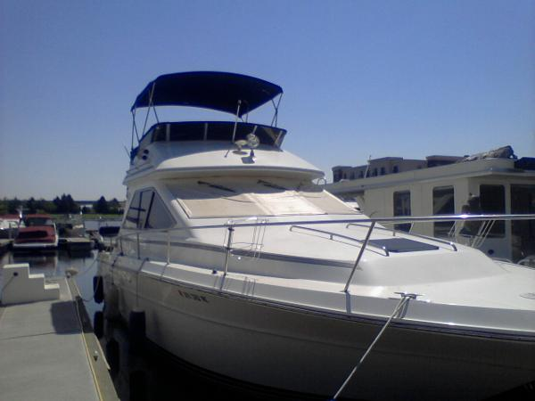 Sea Ray 340 SD Express Cruiser