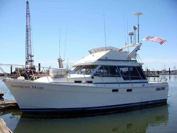 Bayliner Command Bridge Sport Fisher