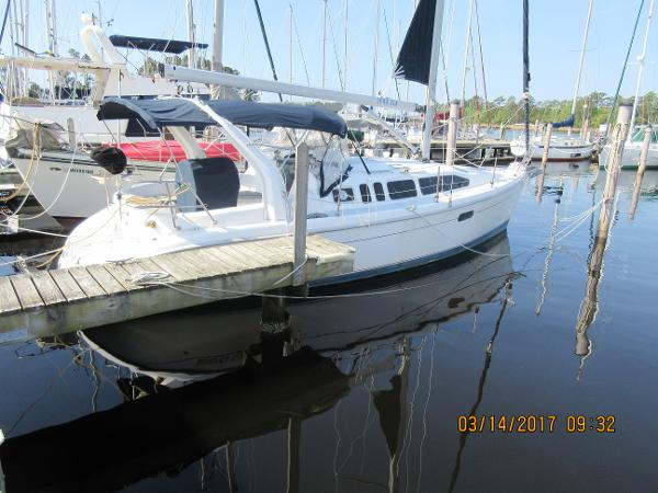 Hunter 340 At the Dock