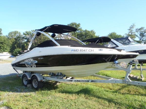 Sea Ray 210 Select Fission Starboard Bow