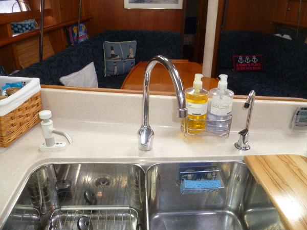 Single Lever Faucet Control and Water Filter