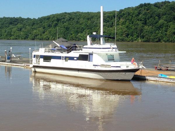 Pluckebaum River Yacht