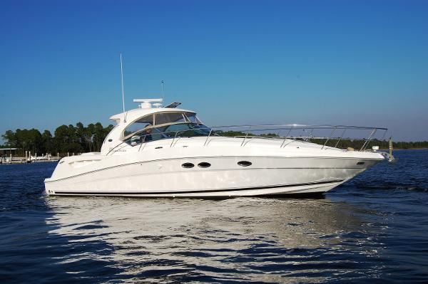 Sea Ray 390 Sundancer Starboard Profile