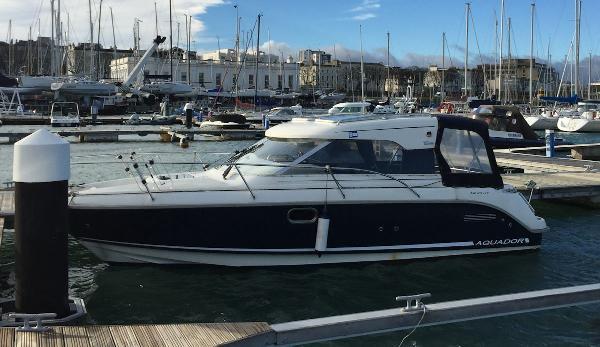 Aquador 23 HT On berth