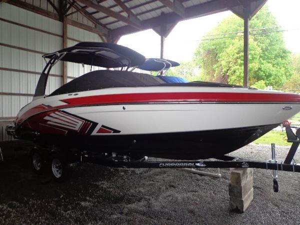Chaparral 243 Vortex VRX Surf Boat