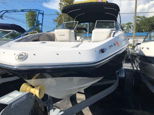 Sea-Doo Sport Boats 230 CHALLENGER TWIN ENGINE