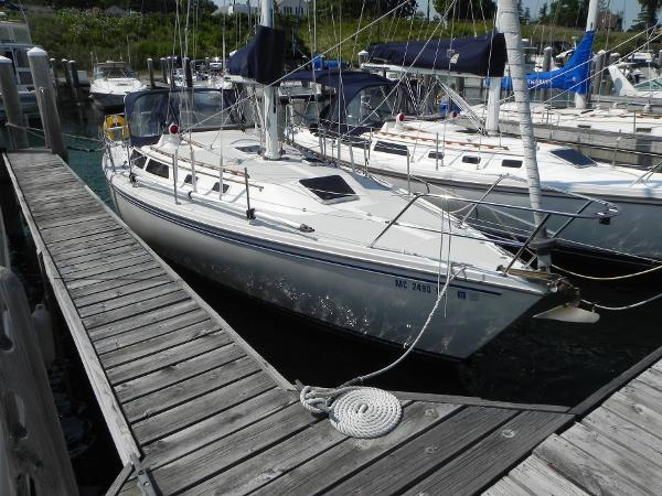 Catalina 36 Sloop Stbd. bow