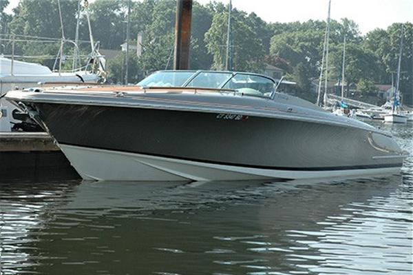 Chris-Craft Corsair 32 Profile