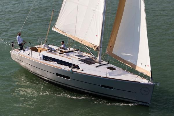 Dufour 382 Grand Large sailing