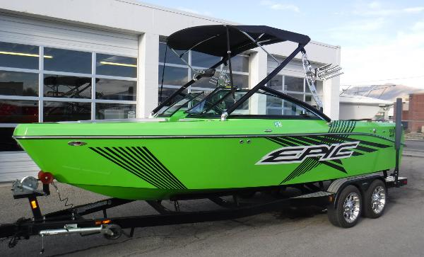 Epic 23V Bowrider
