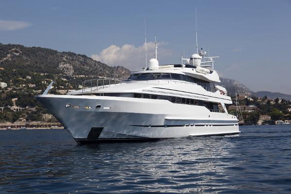 Heesen 130 Tri-deck Heesen 40m exterior
