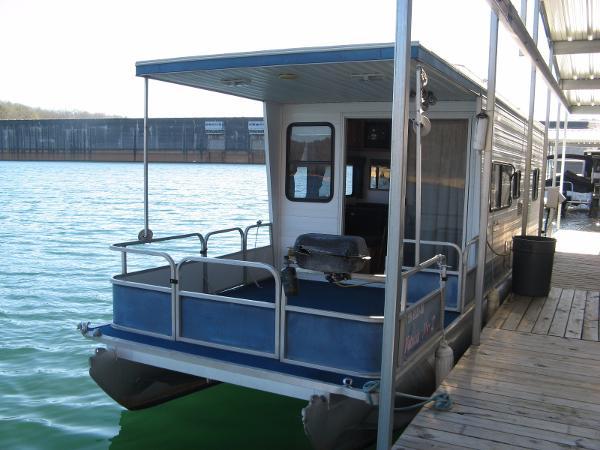 "Aqua Chalet 8' 6"" x 36' Pontoon Houseboat"