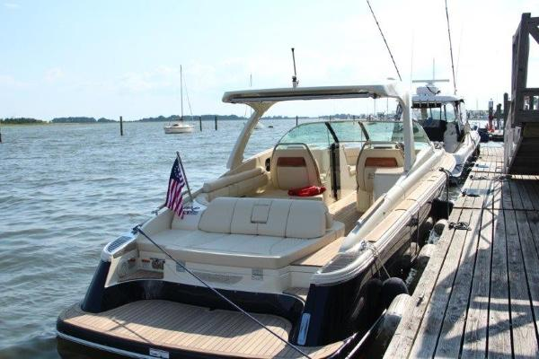 Chris-Craft 35 Launch GT