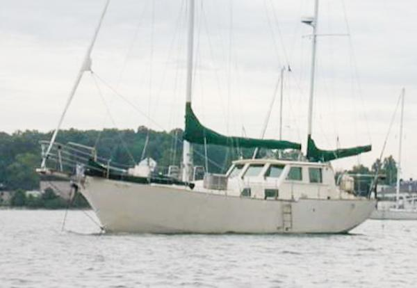 CREALOCK Custom; P/house-Ketch AC/heat;  3 STATEROOM !! SHELLBACK