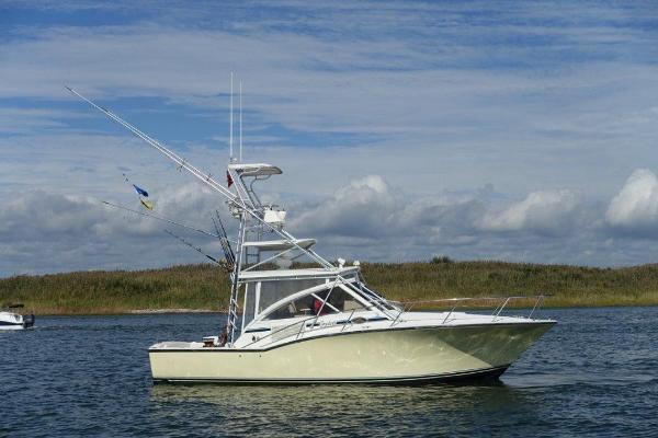 Carolina Classic 35 Express Profile