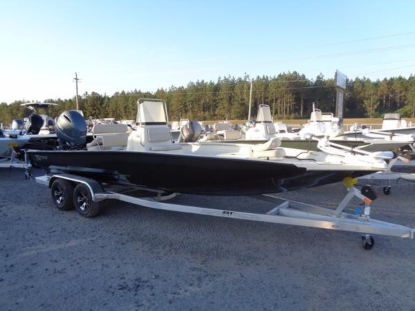 Xpress Boats Hyper-Lift® Bay H22B