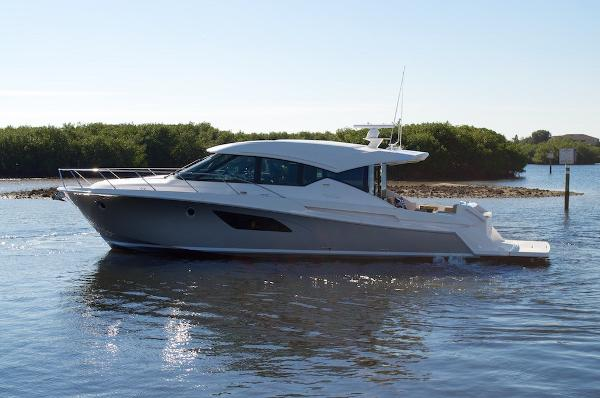 Tiara 5000 coupe Profile