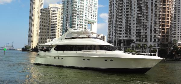 Lazzara 76 Motor Yacht