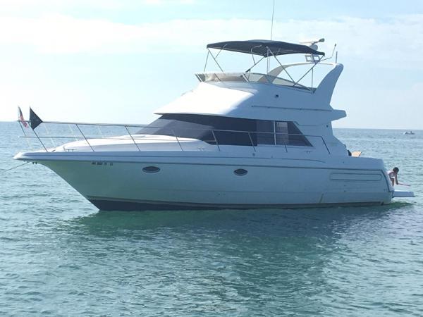 Cruisers Yachts 3585 Flybridge