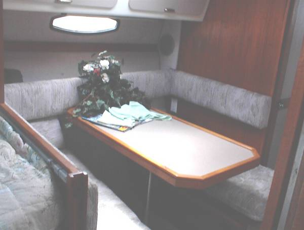 DINETTE  PORTABLE  TO  COCKPIT