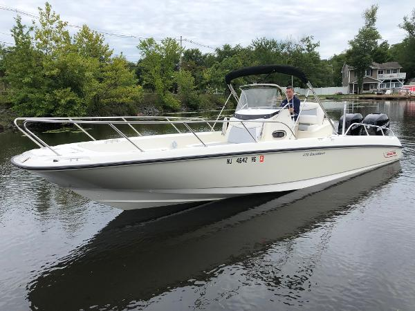 Boston Whaler 27 DAUNTLESS