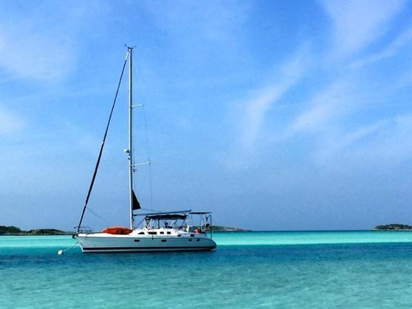 Hunter 456 At Anchor in the Bahamas